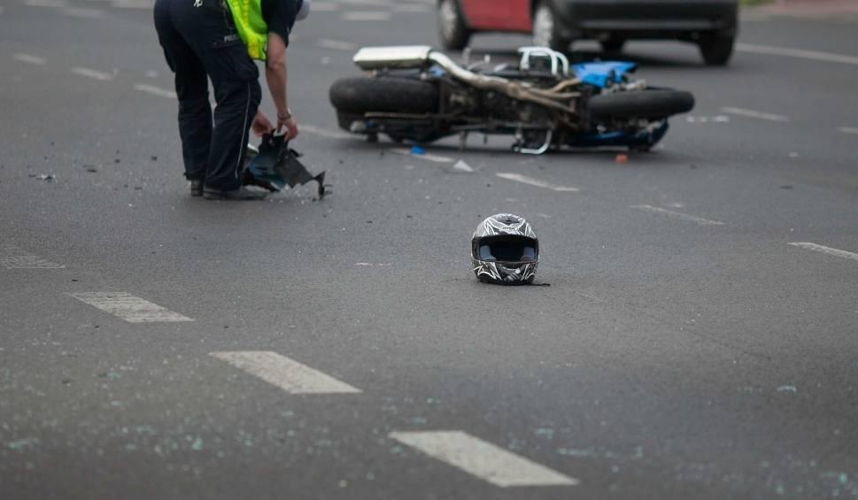 Film do artykułu: Kowala Kolonia. Wypadek motocyklisty. Potrącił kobietę z 4-miesięcznym dzieckiem
