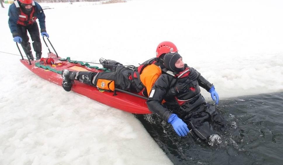 Film do artykułu: Zimowe ćwiczenia na kieleckim zalewie