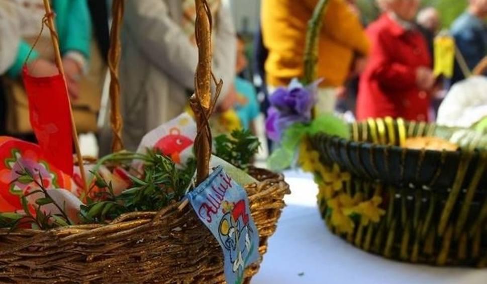 Film do artykułu: Jak poświęcić koszyk wielkanocny w domu? Modlitwa na święcenie pokarmów. Świeconka 2021: Jak samemu poświęcić jajka w domu? 4.04.21
