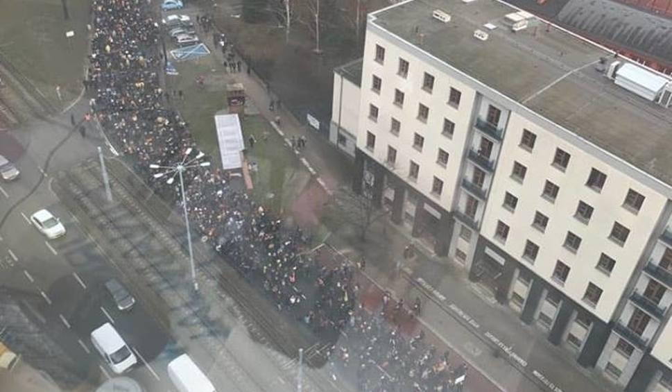 """Film do artykułu: """"Chcielibyśmy zrobić coś wielkiego"""" – mówią uczniowie, organizatorzy """"Marszu Ponad Podziałami"""" w Gdańsku"""