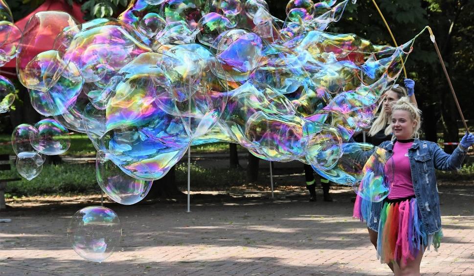 Film do artykułu: Bawią i pomagają. W kieleckim Parku Miejskim trwa festyn charytatywny dla Ani Szczygieł (WIDEO, zdjęcia)