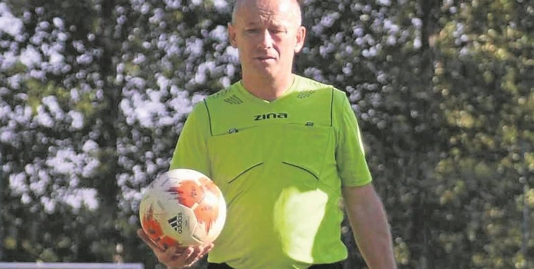 50-letni Krzysztof Kwiatkowski sędziuje mecze piłkarskie od 1993 roku z małymi przerwami