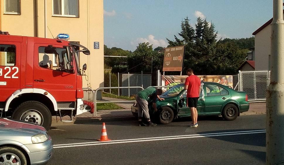 Film do artykułu: Gorlice. Stłuczka czterech samochodów na ulicy Kościuszki. Jedna osoba trafiła do szpitala. Miasto sparaliżowane przez korki