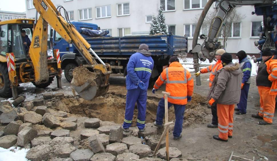 Film do artykułu: Tarnobrzeg. Uwaga, awaria! Nie ma wody w blokach przy ulicy Dekutowskiego (AKTUALIZACJA)