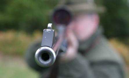 Wypadek podczas polowania. Myśliwy zastrzelił 61-letniego mężczyznę. Myślał, że to dzik [ZDJĘCIA]