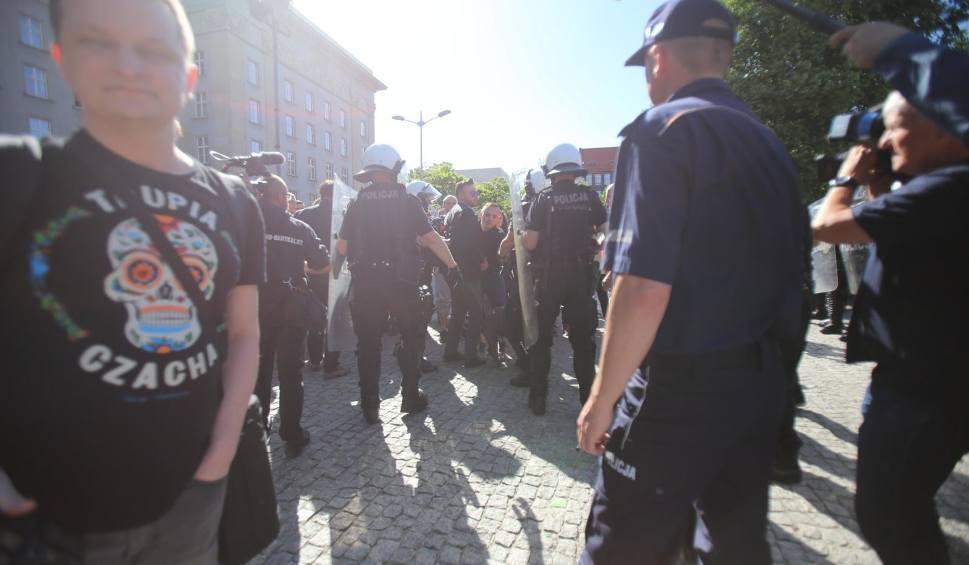 """Film do artykułu: Nacjonaliści organizują marsz """"Katowice miastem nacjonalizmu"""". Dwie lewicowe młodzieżówki zwołują kontrmanifestację"""