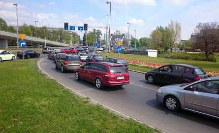 Majówka we Wrocławiu: Tłumy przy zoo i hali. Potężne korki w centrum