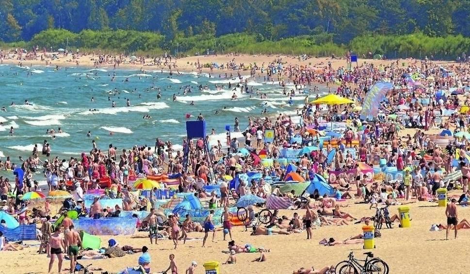 Film do artykułu: 1000 zł na wakacje. Kto dostanie bon turystyczny urlop? To zastrzyk gotówki dla branży turystycznej