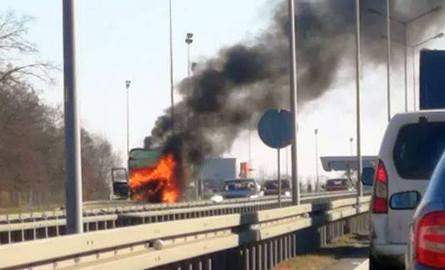 Pożar na autostradzie A4 pod Wrocławiem. Spłonął tir