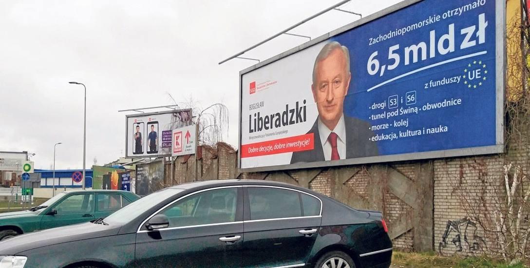 To jeszcze nie czas kampanii, ale podsumować mijającą kadencję zawsze można... Jak widać na ulicach Koszalina - korzysta z tej możliwości eurodeputowany