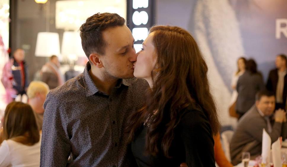 Film do artykułu: Wierszyki na Walentynki. Najpiękniejsze życzenia walentynkowe! [14 lutego 2019]