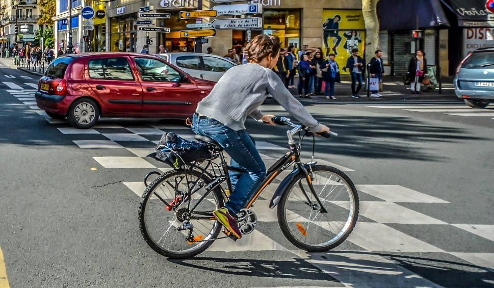 Film do artykułu: Aktualne przepisy dla rowerzystów 2018. Jak prawidłowo jeździć i na co uważać, żeby nie dostać mandatu?