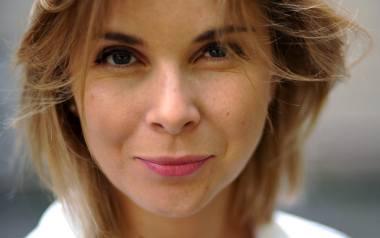 """Anna Dziewit-Meller - pisarka , dziennikarka. Współautorka (z Agnieszką Drotkiewicz) wywiadów """"Głośniej! Rozmowy z pisarkami"""" i """"Teoria trutnia i inne."""