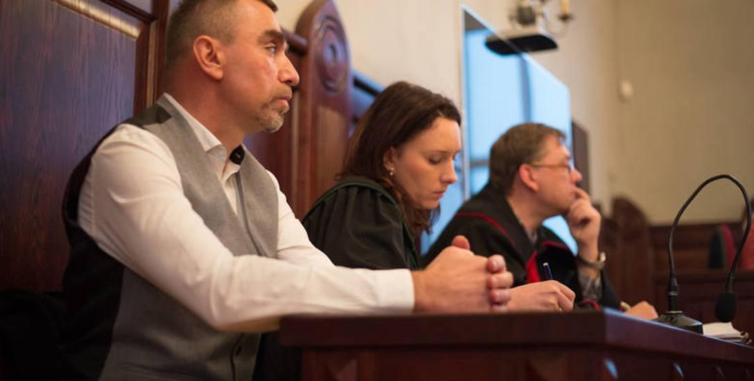 Po ogłoszeniu wyroku pokrzywdzony Aleksander Jacek stwierdził, że trudno być zadowolonym, będąc ofiarą, ale kary bez zawieszenia uważa za dotkliwe dla