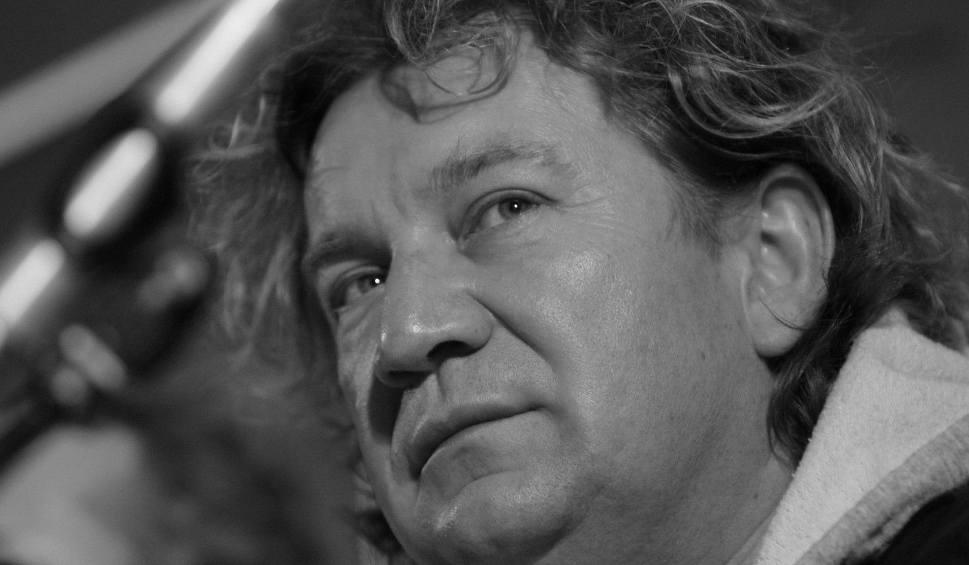 """Film do artykułu: Paweł Królikowski nie żyje. Aktor zmarł w czwartek nad ranem. Antoni Królikowski: """"Zawsze będziesz w naszych sercach. Do zobaczenia Tato"""""""