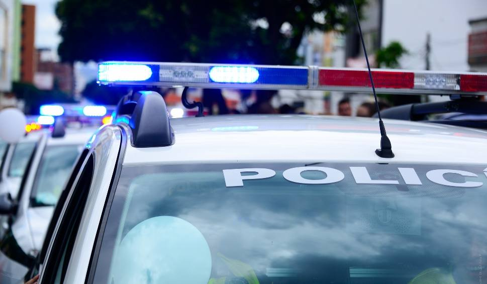 Film do artykułu: Policjanci z Ostrowca pojechali zażegnać spór, a zatrzymali poszukiwanego