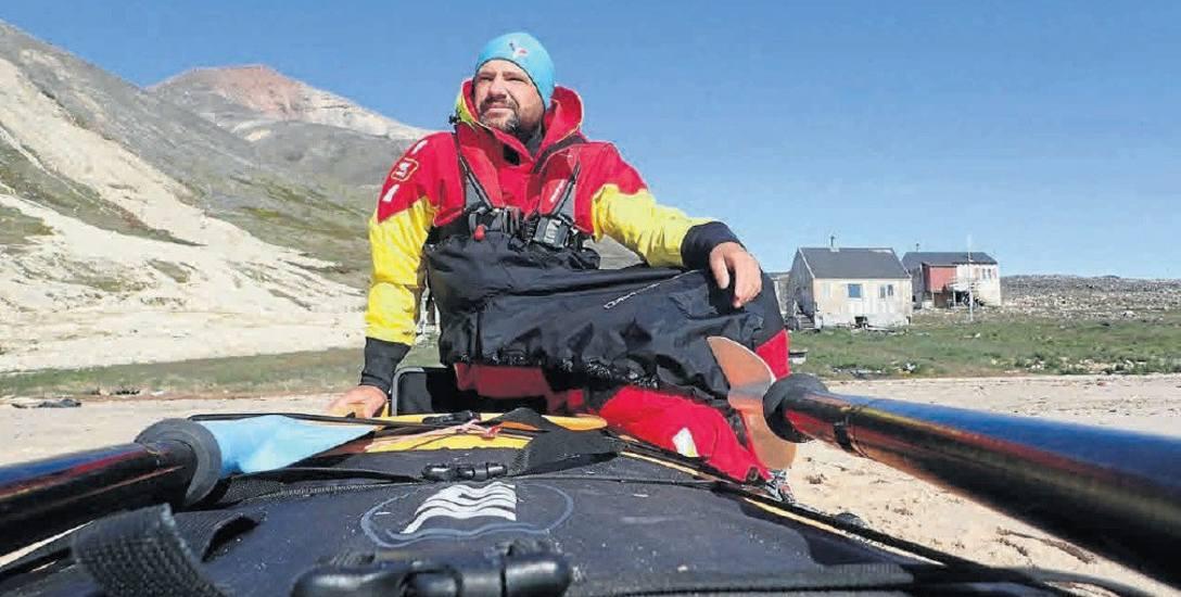 b Norbert Pokorski. Na Grenlandię wybrał się już po raz trzeci. Zdjęcie wykonane podczas krótkiego arktycznego lata
