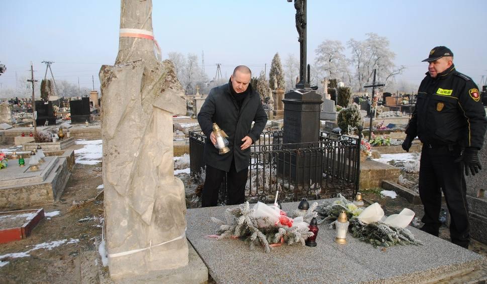 Film do artykułu: Burmistrz Jędrzejowa złożył hołd poległym w Powstaniu Styczniowym (ZDJĘCIA)