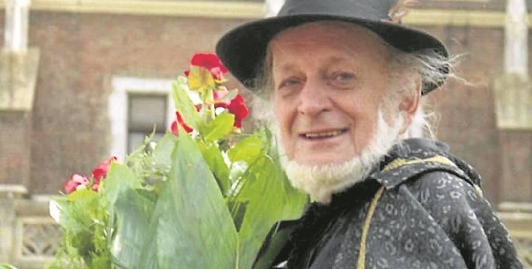 """Piotr Skrzynecki był w szarym, znękanym komunizmem Krakowie zwariowanym architektem osobnego, baśniowego świata: """"Piwnicy"""""""