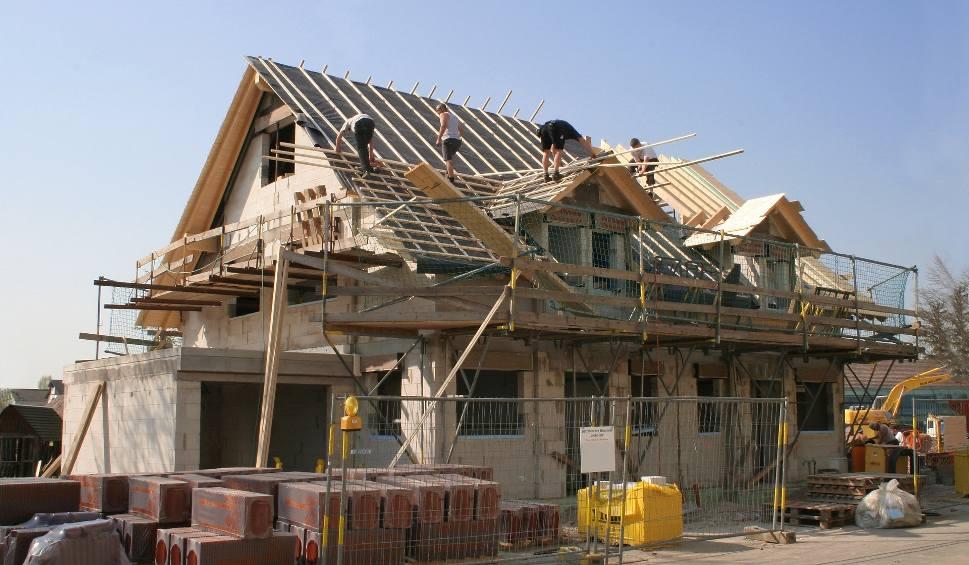 Film do artykułu: Ulga na budowę domu lub kupno mieszkania dla młodych osób? Nowy pomysł Ministerstwa Rozwoju