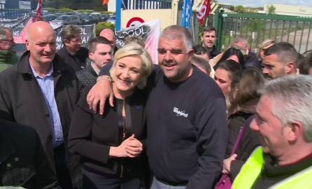 Marine Le Pen w fabryce Whirlpoola