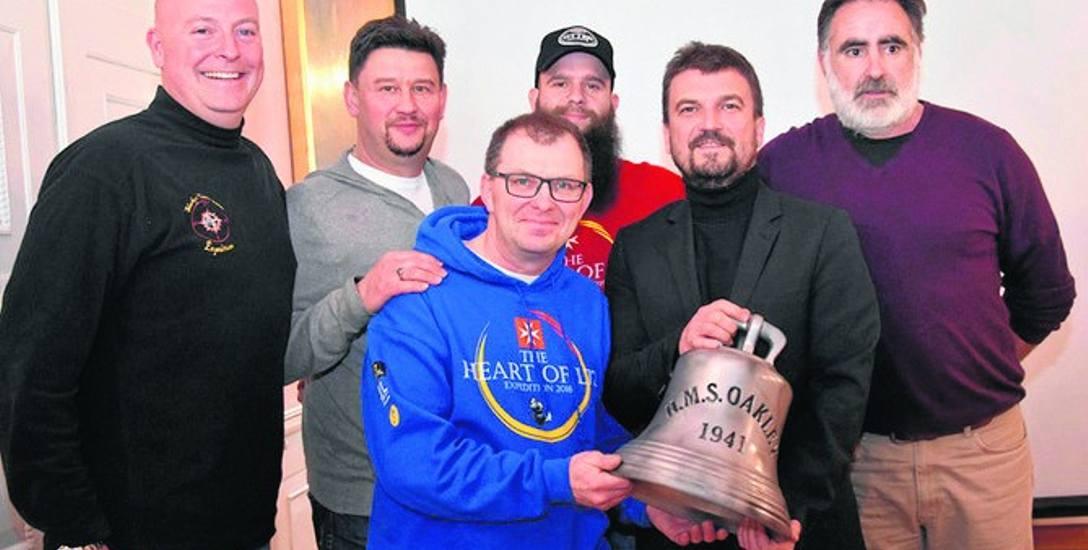 """Odkrywcy niszczyciela ORP """"Kujawiak"""" i dyrektor MOP Aleksander Ostasz podczas spotkania 14 lutego"""