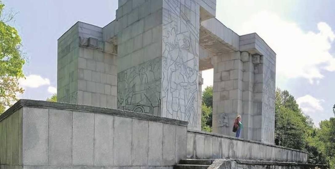 Tak wygląda zabytkowy Pomnik Czynu Powstańczego na Górze św. Anny.