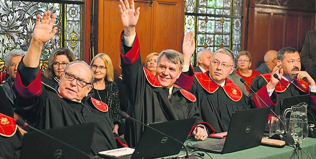 Pierwsza sesja słupskiej rady miała charakter uroczysty (na zdjęciu). Na drugiej radni będą musieli podejmować decyzje, choć nie ma jeszcze komisji