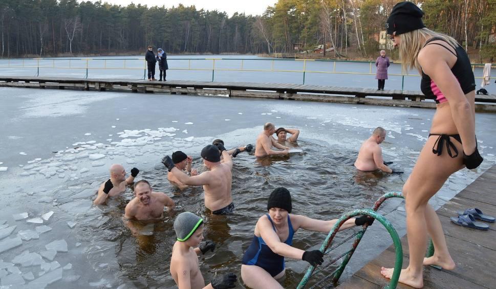 Film do artykułu: Kąpiel morsów w Golejowie (WIDEO, zdjęcia)