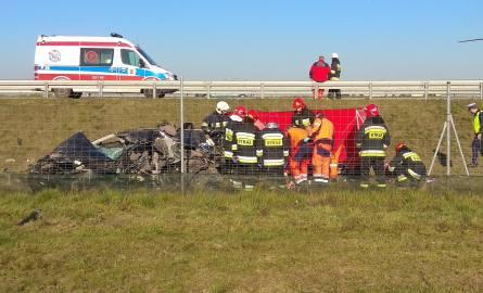 Wypadek na A2 w Łyszkowicach koło Łowicza. Ranna kobieta zmarła w szpitalu