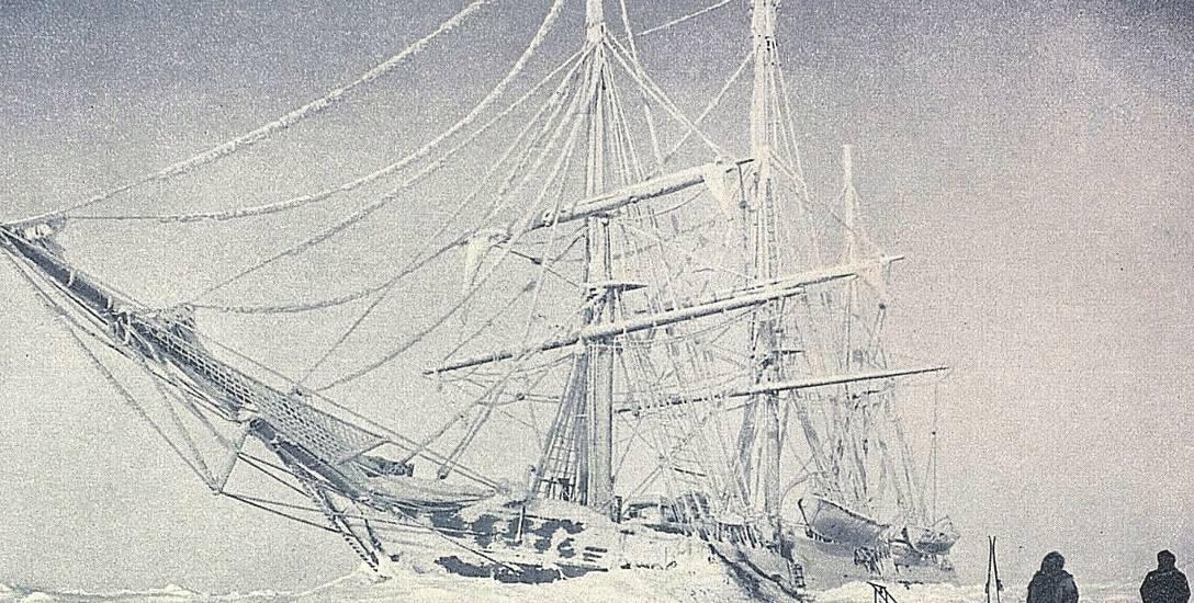 """""""Belgica"""" uwięziona w lodzie, 1898 r. Zdjęcie wykonane przez Fredericka Cooka"""