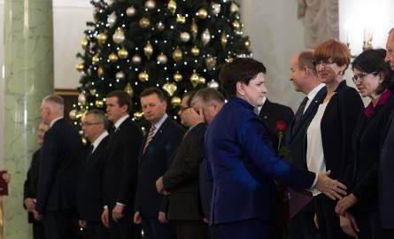 W piątek Beata Szydło podała swój rząd do dymisji. Mateusz Morawiecki odebrał z rąk prezydenta nominację na nowego premiera. W poniedziałek powinniśmy