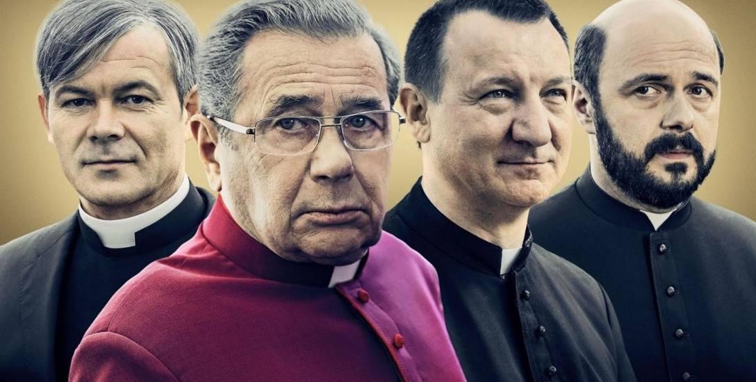 """Film """"Kler"""" to, jak powiedział Robert Więckiewicz (drugi z prawej), kij w mrowisko. Nie tylko Kościoła, ale polityki wobec niego. To mocny obraz polskiej"""