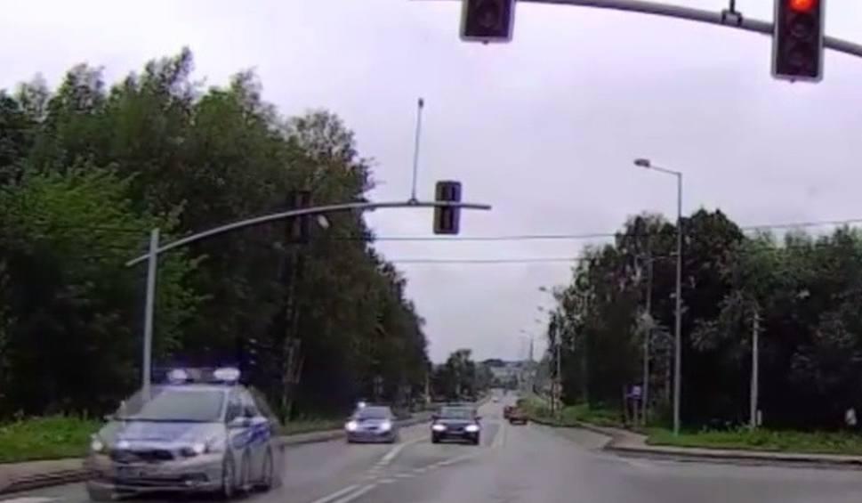 Film do artykułu: Pijany kierowca próbował rozjechać policjanta w Wodzisławiu Śląskim WIDEO