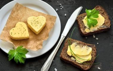 Jakie powinno być prawdziwe masło? Wszystko, co trzeba wiedzieć o maśle [PORADNIK]