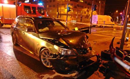 Wypadek na Mickiewicza. Zderzyły się dwa BMW [ZDJĘCIA, FILM]
