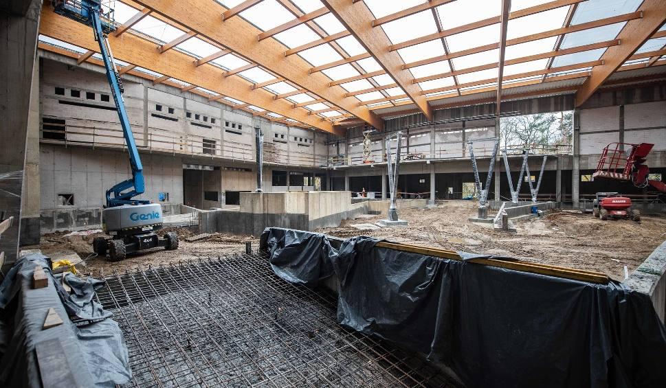 Film do artykułu: Budowa orientarium w Łodzi. Rozpoczęło się układanie dachu z poduszek powietrznych