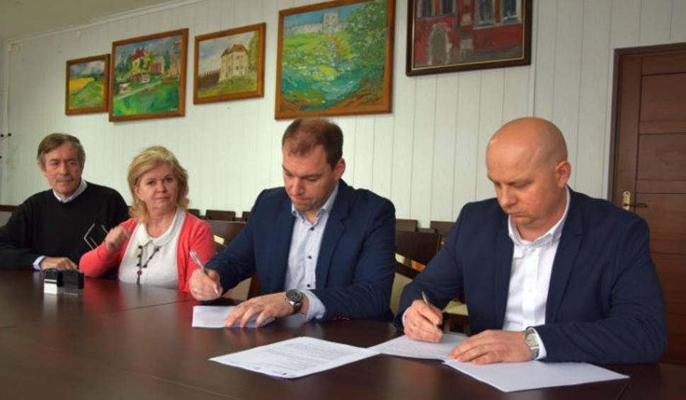 Film do artykułu: Władze gminy Szydłów podpisały umowę na wymianę oświetlenia ulicznego