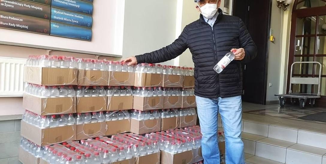 Burmistrz Żywca Antoni Szlagor mówi, że płyn odkażający od Browaru Żywiec trafi do mieszkańców w tych dniach