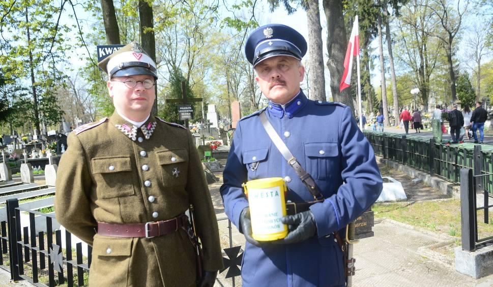Film do artykułu: Radomianie kwestowali w Wielką Sobotę na rzecz ratowania zabytkowych grobów. Ile zebrali?