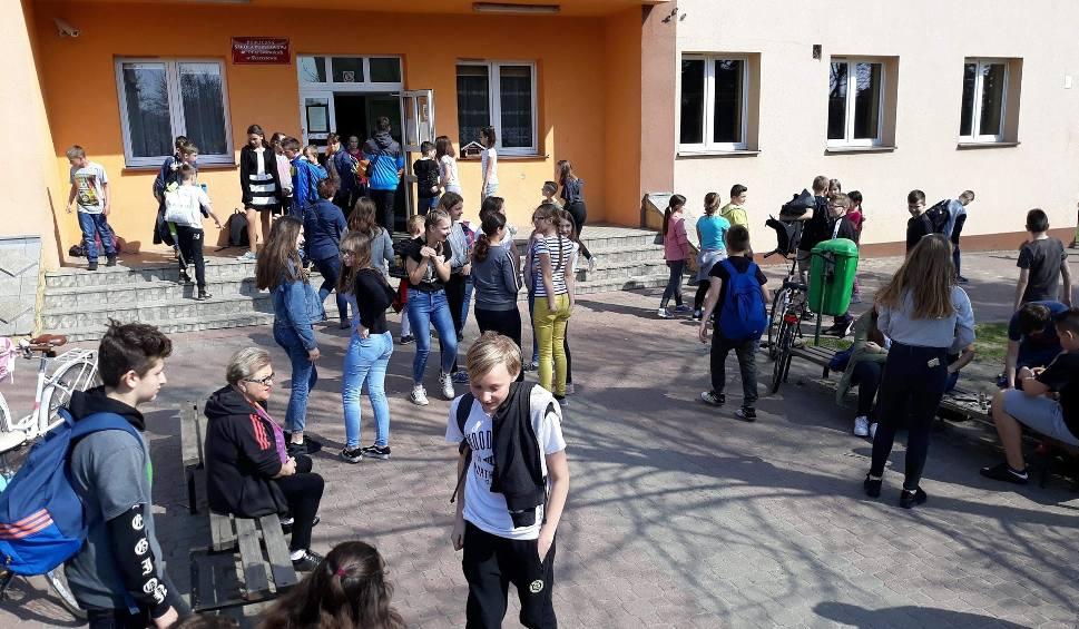 Film do artykułu: Zamieszanie z budową szkoły w Skaryszewie, będzie nowy przetarg