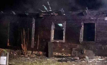Dziś popołudniu strażacy gasili pożar, który wybuchł w jednym z domów jednorodzinnych w miejscowości Rudaki. Zginął w nim mężczyzna.