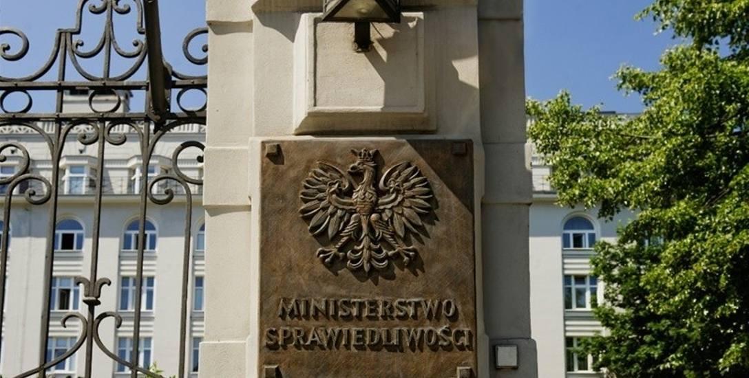"""Ministerstwo Sprawiedliwości chce """"z automatu"""" zakazać działań mafii mieszkaniowej i lichwiarzy"""