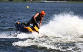 Music and Water Festival Rybnik 2016 O godz. 15.00 nad zalewem rozpoczęły się zawody skuterów wodnych. Mieszkańcy Rybnika z zainteresowaniem śledzą zmagania