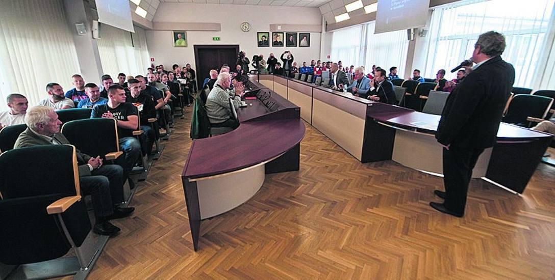 W ratuszu zebrali się wczoraj przedstawiciele środowiska sportowego oraz urzędnicy, którzy mówili o wynikach badania opinii mieszkańców