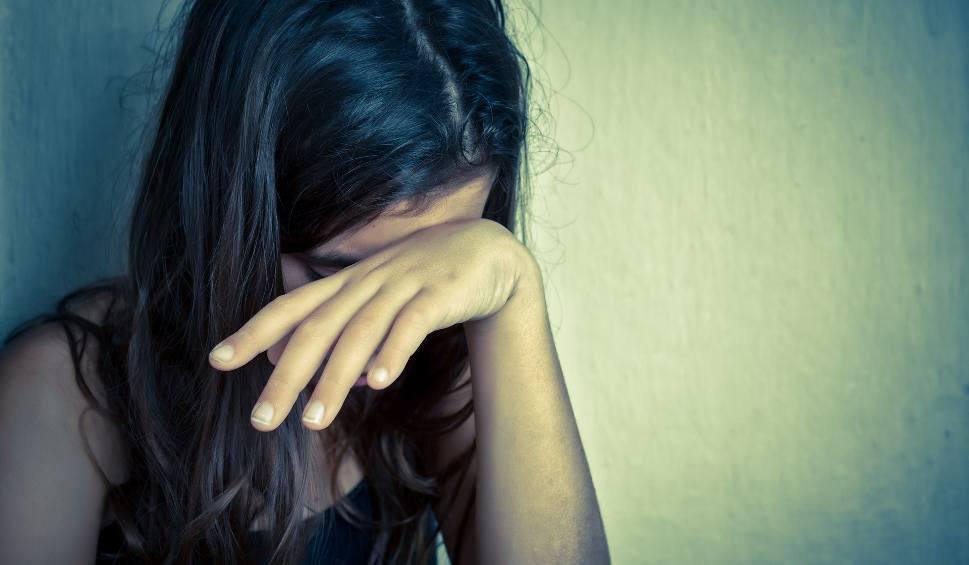 Film do artykułu: 40-latek miał molestować dziewczynki w szkole pod Pruszczem Gdańskim. Mężczyzna to lektor języka angielskiego