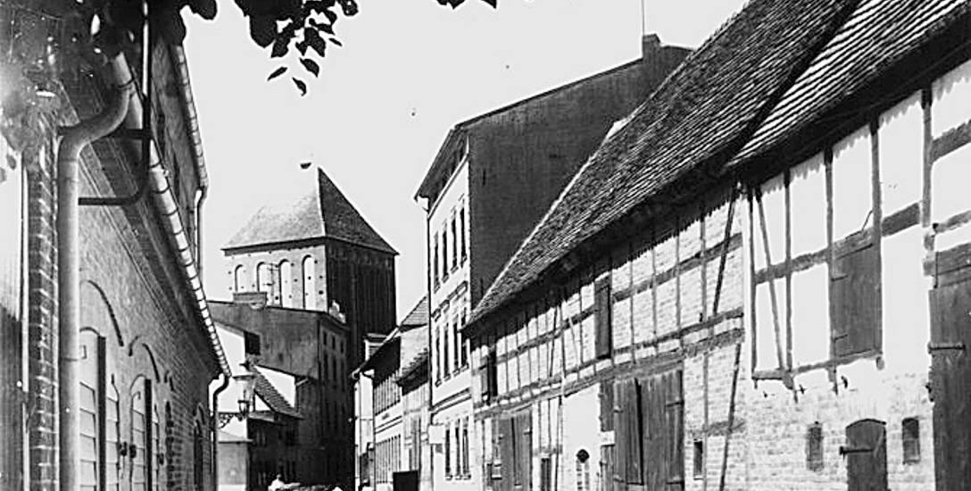 Targ rybny, dawna straż pożarna. Historia ulicy Basztowej w Sławnie