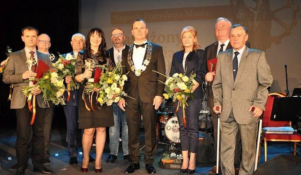 """Film do artykułu: Nagrody """"Zasłużeni dla Miasta Świętochłowice 2018"""" już rozdane. Poznajcie laureatów ZDJĘCIA"""