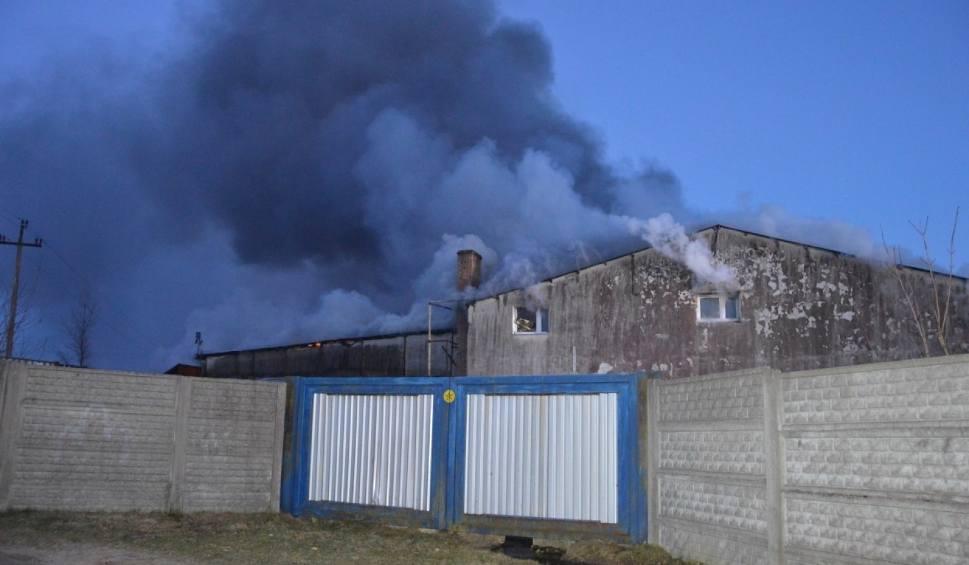 Film do artykułu: Pożar hali odzieżowej w Gościcinie! Strażacy walczą z pożarem już ponad 17 godzin [ZDJĘCIA, WIDEO]