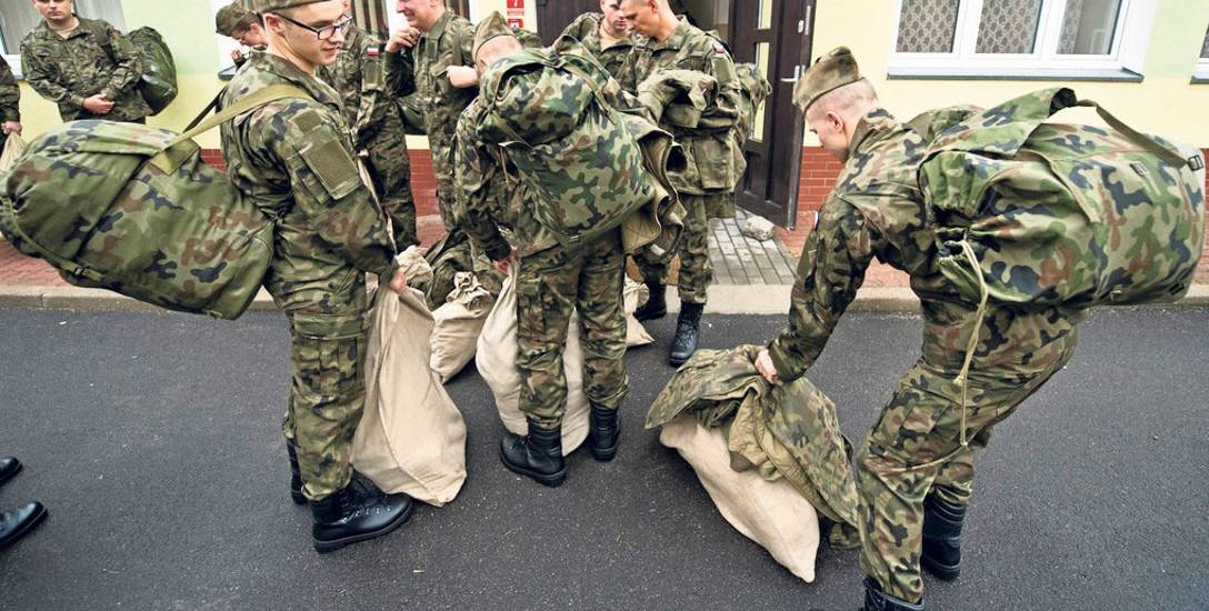 Wczoraj w Centrum Szkolenia Sił Powietrznych ochotnicy postawili pierwszy krok na drodze do służby w Narodowych Siłach Rezerwowych. Kolejne to wręczenie